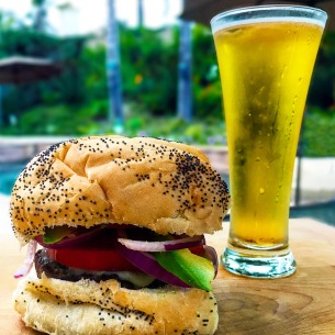 It's #NationalCheeseburgerDay, folks. We hope you enjoyed yours--fixed just the way you like it--as much we did, accompanied by an ice cold Corona! Cheers! 🍔🍻